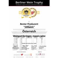 Goldmedaille AWC Vienna 2019 + 92 Punkte Falstaff Rotweinguide 2019/2020 + Bester Produzent Österreich Berliner Wein Trophy 2019